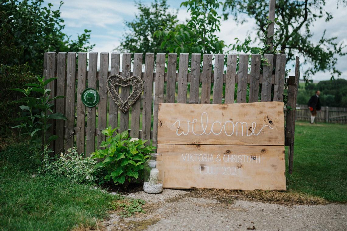 Willkommenschild für Hochzeit DIY